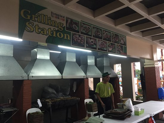 Bulacan Province, Φιλιππίνες: grilling station ( they deserve to be tipped)