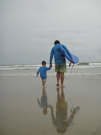 Playa Grande, Kostaryka: Marcos getting ready to surf with my son