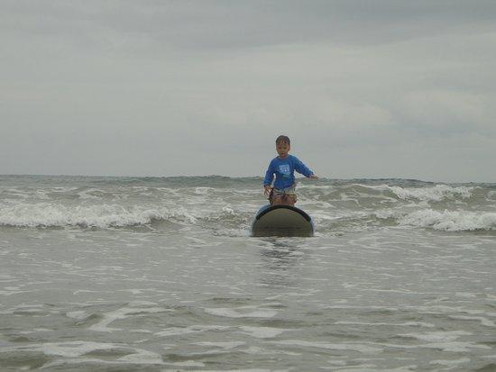 Playa Grande, Costa Rica: MY THREE YEAR OLD SURFING!!!