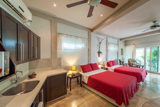 Playa Yankee, Nicaragua: Poolside Apartment.