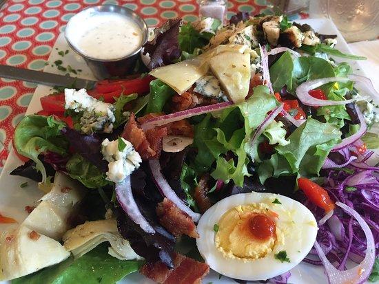Maura's Cafe and Deli : Cobb Salad Extraordinaire!