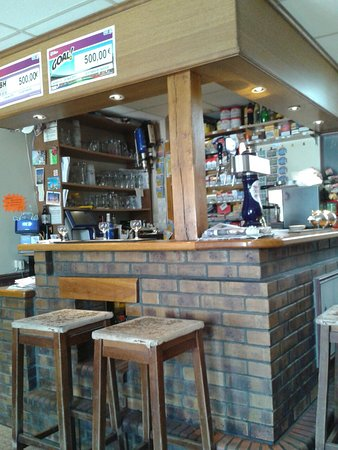 Saint Manvieu Bocage, Франция: Front of Tabac, the small well equiped bar,and a sample menu