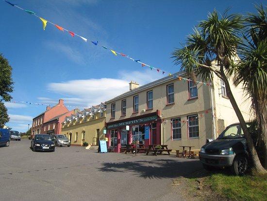 Bere Island, Irlandia: Murphy's PO, shop & restaurant and O'Sullivan's Pub