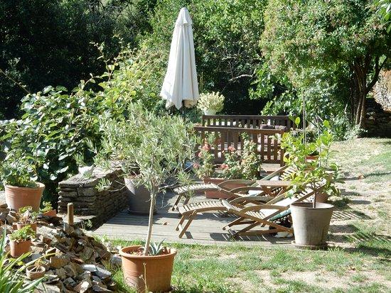 Vialas, França: Jardin terrasse avec vue sur les Cévennes