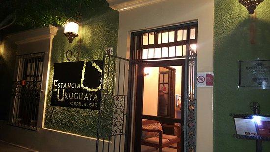 Estancia Uruguaya Parrilla Bar: Comida y servicio excelente