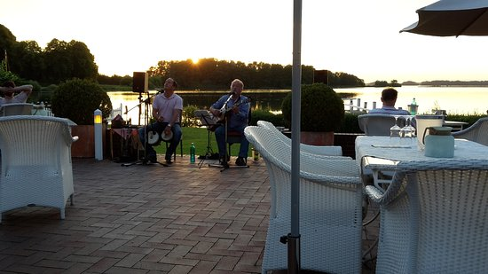 Strauers Hotel am See: Life-Musik