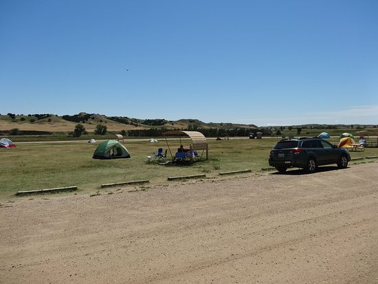 Sage Creek Campground: Be sure to arrive early in the day if you want a picnic table with shad