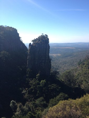 Граскоп, Южная Африка: Bloc de quartzite que constitue le Pinnacle. C'est aisé de faire le tour du site et de l'admirer