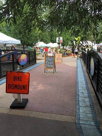Boulder County Farmers Market : Over the bridge