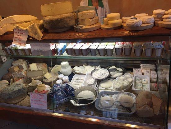 Entracque, Italy: I formaggi del Caseificio