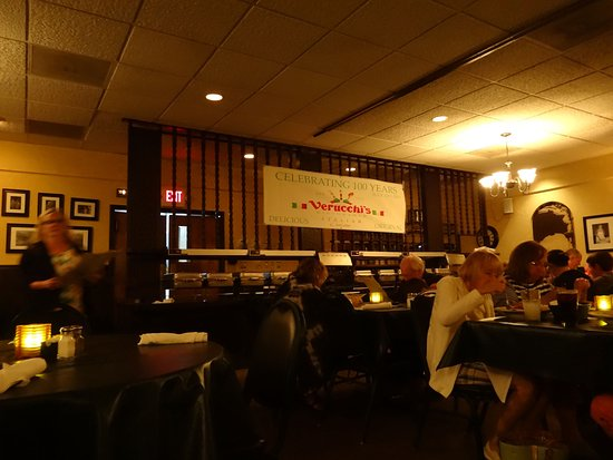 Spring Valley, IL: Main dining room, and yes we were there for their 102nd anniversary!