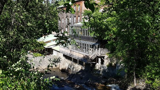 Wakefield, Canada: Taken from the side of the Mill Hotel above the falls