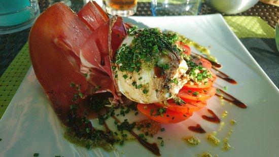 Rocbaron, Francia: Superbe entrée, moza, tomates, jambon, excellent mélange !