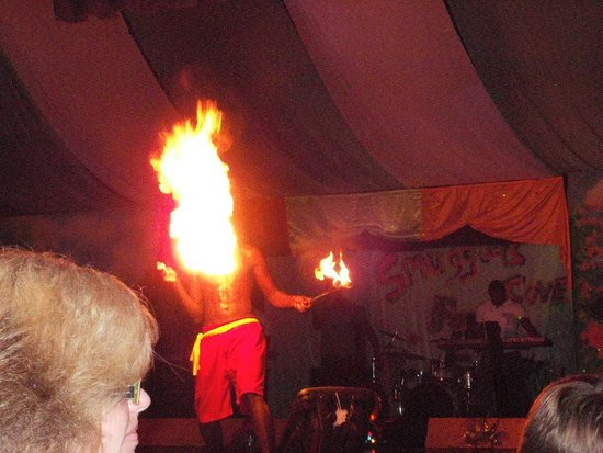 Smugglers Cove Resort & Spa: fire breather