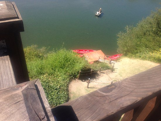 Monte Rio, CA: view of the little dock and kayaks down the stairs from the balcony rooms