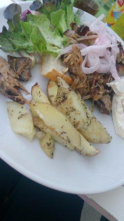 Saint-Nazaire-de-Ladarez, Frankrike: Porc et pommes de terre, avec une petite sauce au caramel. A tomber !
