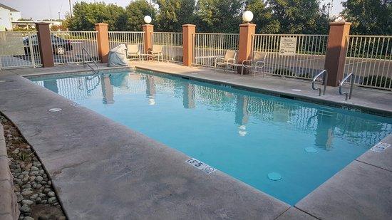 Holiday Inn Express Clovis Fresno Area : Pool