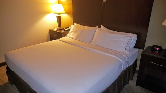 Holiday Inn Express Clovis Fresno Area: King Bed