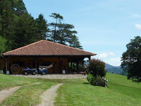 Nebaj, Guatemala: el lugar es una hacienda, de familia suiza, tiene una vista excelente de el lugar.