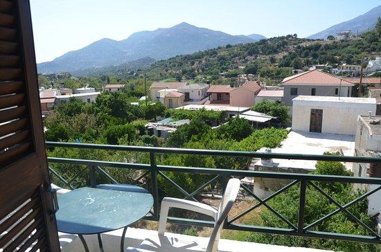 Hotel Keramos : Et une jolie vue depuis le balcon de la chambre