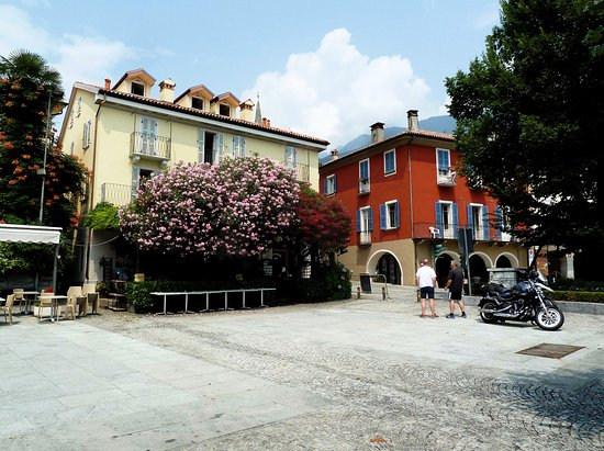 Mergozzo, Italien: Piazza anti lago