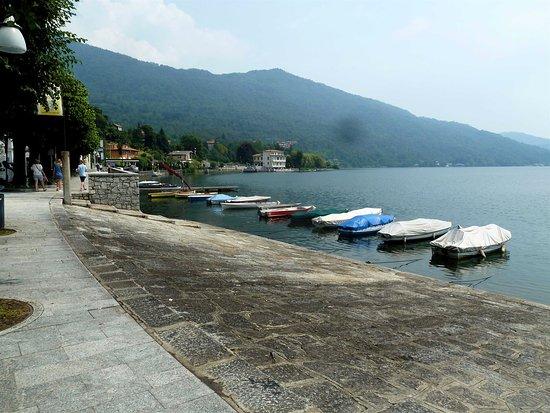 Mergozzo, Italia: Tutte barche a remi