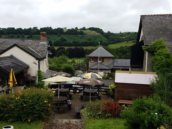 Erwood, UK: Wheelright Arms Beer Garden, a partoral view.
