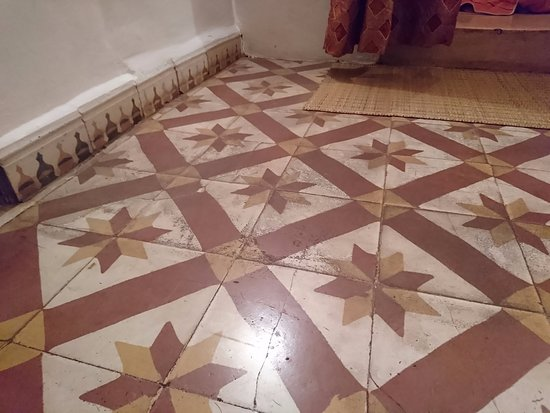 Ryad Dar Ganou: Dirty Floor