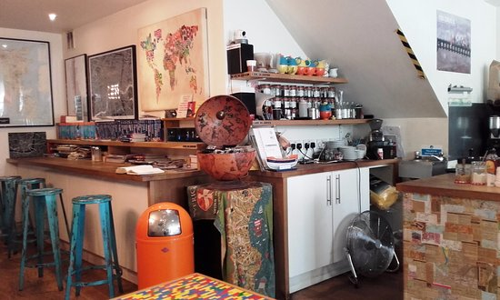 Four Corners Cafe: Four Corners in London SE1 is a cool place for coffee (12/Aug/16).