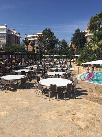 Protur Biomar Gran Hotel & Spa: Wedding preparations on a Saturday in High season August ruining pool day for other guests.
