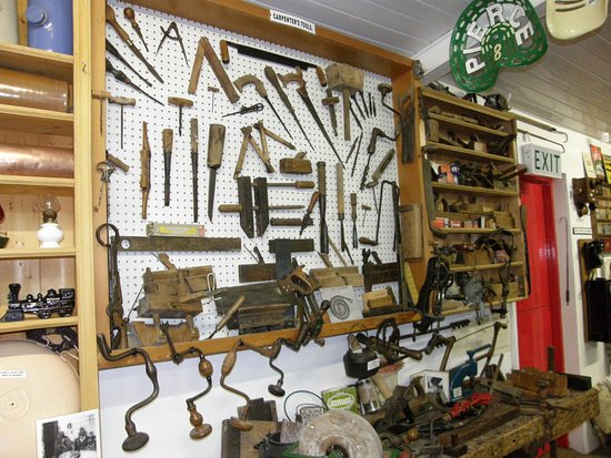 Athlone, Irlanda: A selection of old carpenters tools