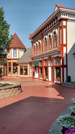 Mackinaw Crossings: Stores in the Crossing.