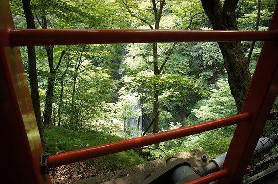 Midori, Japan: 橋から見た大滝