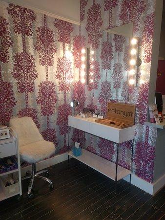Savor Spa: This makeup corner is so glam!!