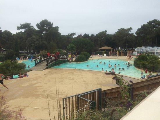Camping de la Cote d'Argent: piscine extérieur