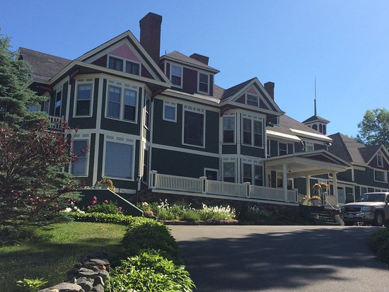 Greenville Inn at Moosehead Lake: View as you approach hotel from street.