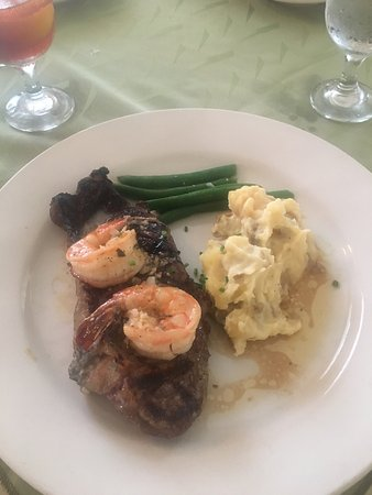 Franconia Inn: NY Strip, Shrimp, and Mashed potatoes.