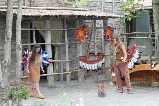 Wendake, Canada: Démonstration d'une danse