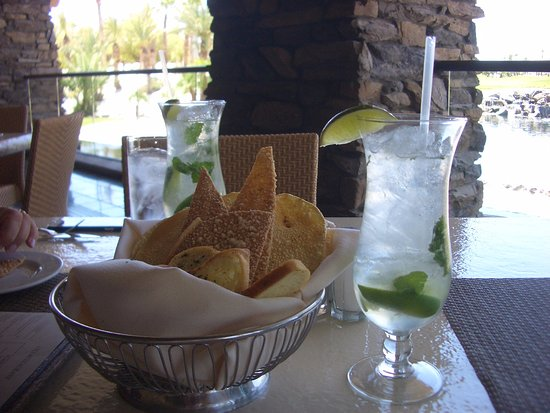 Cili: Mojitos & fancy breads & crackers