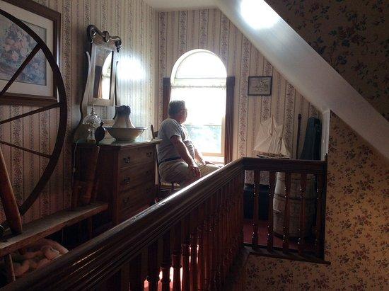 Cranberry Cove Inn: Stair landing