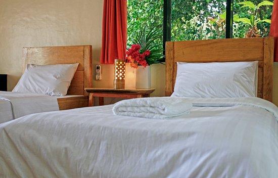 Boljoon, Filipinas: Pool View Twin Room