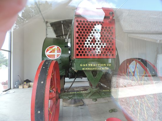 Monticello, UT: Wish we could have gotten closer to the tractor