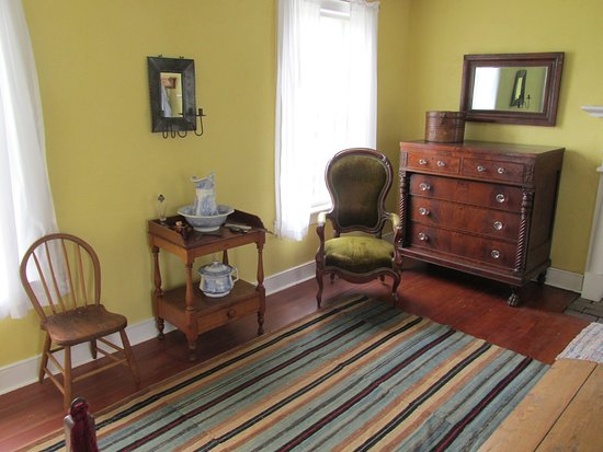 Rock Island, IL: Bedroom furnishings & essential accoutrements, Davenport House
