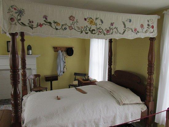 Rock Island, IL: Bedroom, Davenport House