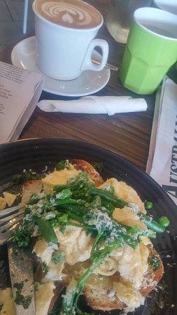 Corrimal, Australia: Delicious green breakfast, the aroma of freshly grated pecorino is wonderful