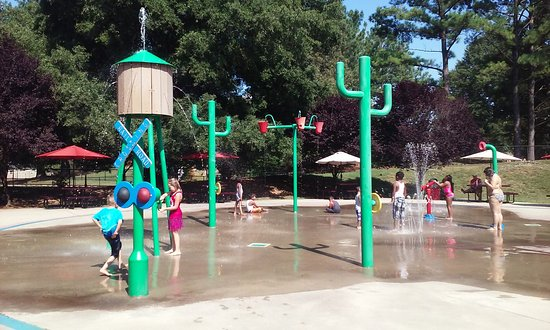 ‪Village park splash pad‬