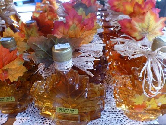 Maple Syrup... souvenir tipico - Picture of Marche du Vieux-Port de ... d06ece8d428
