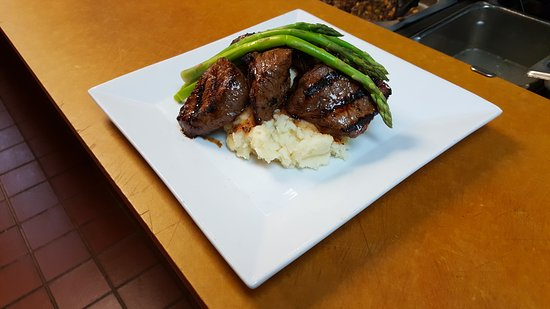 Hudson, MA: Steak Tips with Asparagus & Mashed