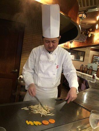 Steak House Restaurant Sho: 丁寧であざやかな鉄板さばき