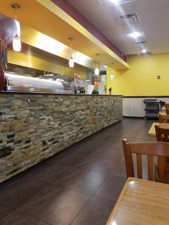 Port Saint Lucie, FL: Inside of the restaurant, the cooking happens behind the counter (hence the express part)  and n